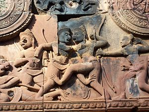 Pradal serey - Sugriva clinches Vali and prepares for a punch; Banteay Srei temple