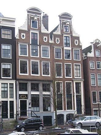 Canal house - Two canal houses, called twins, both with neckgables on Keizersgracht, designed by H. Ruse