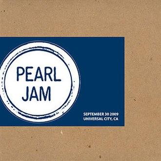 Pearl Jam Official Bootlegs - Image: Pearl Jam Bootleg 2009Universal