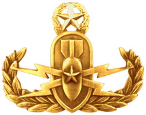 Explosive ordnance disposal (United States Navy) - Image: The Master EOD Officer Insignia