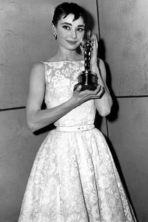 White floral Givenchy dress of Audrey Hepburn - Image: Hepburn 1954 oscars