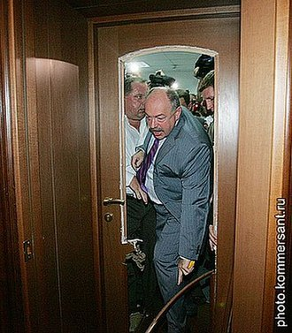 2007 Ukrainian political crisis - Recently dismissed Prosecutor General of Ukraine Svyatoslav Piskun breaking into his office, surrounded by Members of the State Protection Department on 24 May 2007.