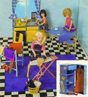 Sindy - Scenesetter accessories from 1969 based on housework and home life.