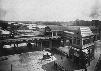 Stralauer Tor (Berlin U-Bahn) - The station at the time of its opening, with the River Spree visible behind it