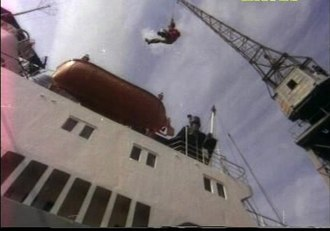 Jayan - The famed ship crane stunt in the film Chandrahasam