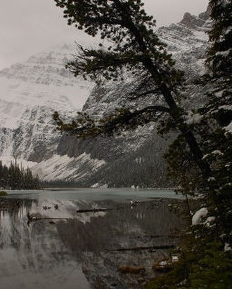 Mount Edith Cavell - Image: Cavell Lake Beginning to Freeze