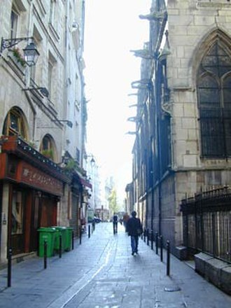 Rue Saint-Séverin, Paris - View eastwards along the rue Saint-Séverin from the rue des Prêtres Saint-Séverin.