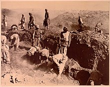 Excavations at Oxyrhynchus 1 ca 1903 B.jpg