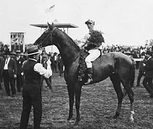 Roscoe Troxler & Sir Huon, 1906 Kentucky Derby.jpg