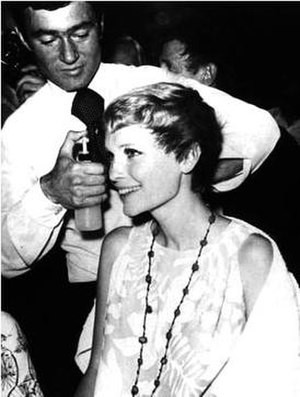 Vidal Sassoon - Sassoon cutting Mia Farrow's hair for Rosemary's Baby in 1968