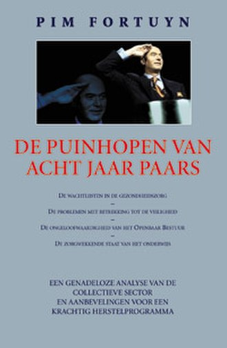 """De puinhopen van acht jaar Paars - The book cover features a picture of Fortuyn saluting at a 2001 Livable Netherlands meeting, along with a subtitle that promises to provide the reader with a """"merciless analysis"""" of the public sector alongside recommendations on how to restore it to its former glory."""