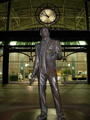 Ron Dellums - A statue of Dellums' uncle, labor organizer C. L. Dellums at the Oakland Amtrak station.
