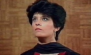 Dhoop Kinare - Marina Khan as Dr Zoya Ali Khan in the serial Dhoop Kinare. Her carefree attitude and short hair made her into an iconic symbol in Pakistani television.