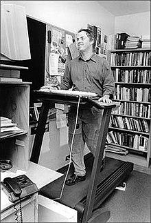Seth Roberts at treadmill desk.jpg