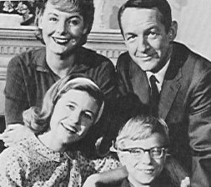 The Patty Duke Show - The Lanes (clockwise from bottom left: Patty Duke as Patty Lane, Jean Byron as Natalie Lane, William Schallert as Martin Lane and Paul O'Keefe as Ross Lane)