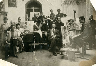 Tbilisi State Academy of Arts - Gigo Gabashvili in the centre of photo, 1922.