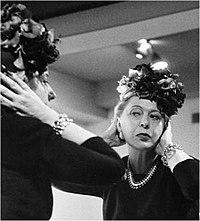 Lily Dache check-out il suo cappello design.jpg