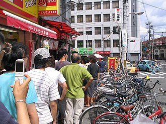 """Yoshinoya - People lining up on the day of """"the beef bowl revival festival"""" (牛丼復活祭) in 2006, near Teradachō Station, Osaka"""