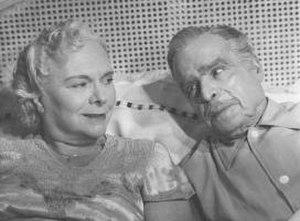 Kurt Land - Amalia Sánchez Ariño and Enrique Muiño on set of Adiós problemas in 1955