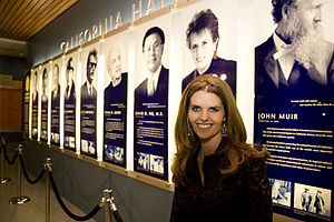 The California Museum - Maria Shriver in front of the California Hall of Fame