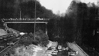 1993 Auckland mid-air collision - Wreckage of the Aérospatiale TwinStar on the Northwestern Motorway link