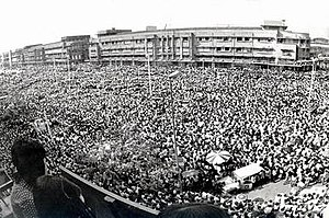 1973 Thai popular uprising - Thousands of students gather at Ratchadamnoen Avenue