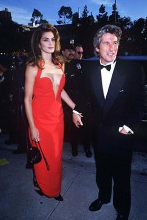 Red Versace dress of Cindy Crawford - Image: Crawford Red Versace 1991