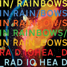 Le titre de l'album écrit plusieurs fois dans différentes couleurs avec le nom de l'artiste en bas deux fois