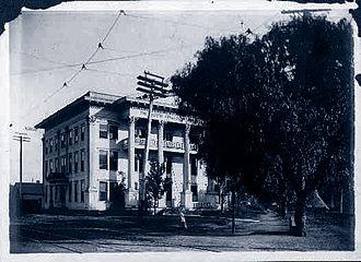 University of California, Irvine School of Medicine - An early photo of the sanitarium and school that was the forerunner of the University of California Irvine School of Medicine
