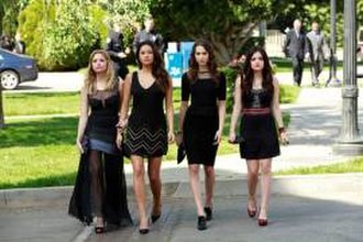 'A' Is for A-l-i-v-e - Hanna, Emily, Spencer and Aria arriving at the church for Wilden's funeral.