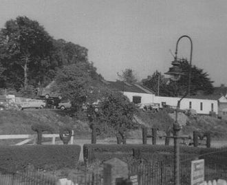 Topsham railway station - The Topsham station topiary hedge in 1969.
