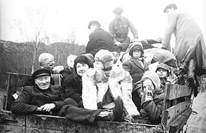 Kirkenes - People of Kirkenes returning home after the Petsamo–Kirkenes Offensive.
