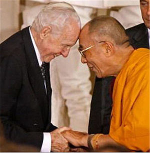 Tom Lantos - Presenting the Dalai Lama with the Congressional Gold Medal, 2007