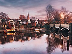 Old Bridge over River Wey - Weybridge, Surrey.jpg