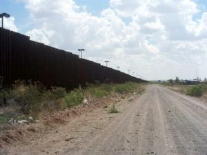 Puerto Palomas, Chihuahua - The border wall west of Puerto Palomas