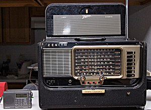 Trans-Oceanic - A Trans-Oceanic model Y600.  Shown on the left is a modern shortwave radio for comparison.