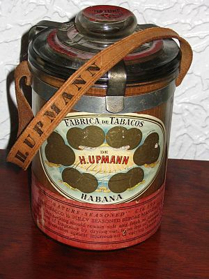 H. Upmann - A glass jar humidor of H. Upmann Arcadias Claro, believed to be pre-embargo