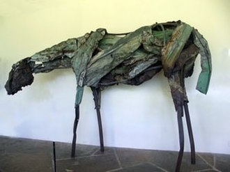 Deborah Butterfield - Sculpture by Deborah Butterfield, 1986, Honolulu Museum of Art Spalding House