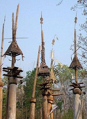 Kayan people (Myanmar) - Image: Kay htoe bo poles