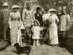 Sami Bey Vrioni - Prince Wied with family and members of the Court, Durres, Albania, 1914. Sami Vrioni second from right.