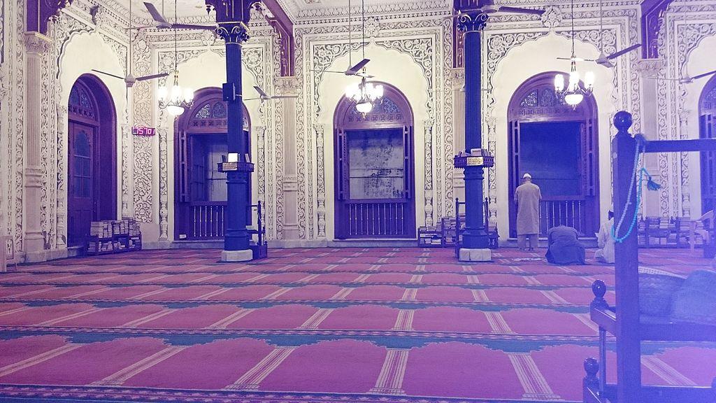 File:The main prayer hall on ground floor of Jama Masjid in Mumbai.jpg - Wikipedia