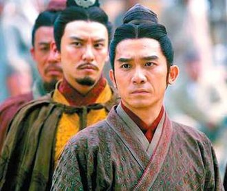 Red Cliff (film) - Sun Quan's forces look on as Liu Bei leaves the alliance. From right to left: Zhou Yu (Tony Leung), Sun Quan (Chang Chen), Lu Su (Hou Yong).