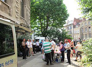 Simon Community - A regular street cafe is run at St Giles in the Fields.
