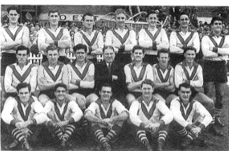 Laurie Nash - The 1953 South Melbourne team. Nash is seated, centre.