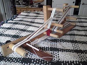 Shed (weaving) - An Inkle loom