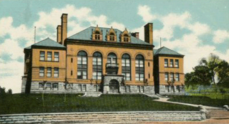 Ottumwa High School - This building served as Ottumwa High School from 1899 to 1923.