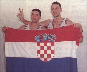 Dražen Petrović - Petrović and Dino Rađa, holding the flag of Croatia.