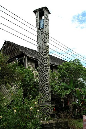 Punan Bah - Kelirieng or burial pole at Pandan, Bintulu. This kelirieng was erected for a Punan aristocrats at Pandan or Pedan as it is known to the Punan. Kelirieng is a uniquely Punan ancient burial custom which the other ethnics namely the Kejaman, Lahanan, Kayan later adopted (copied).