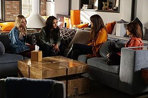 The Talented Mr. Rollins - The Liars chatting in the beginning of the episode.