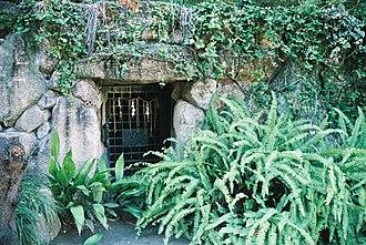 Sankō Shrine - Image: Sanko shrine osaka tunnel